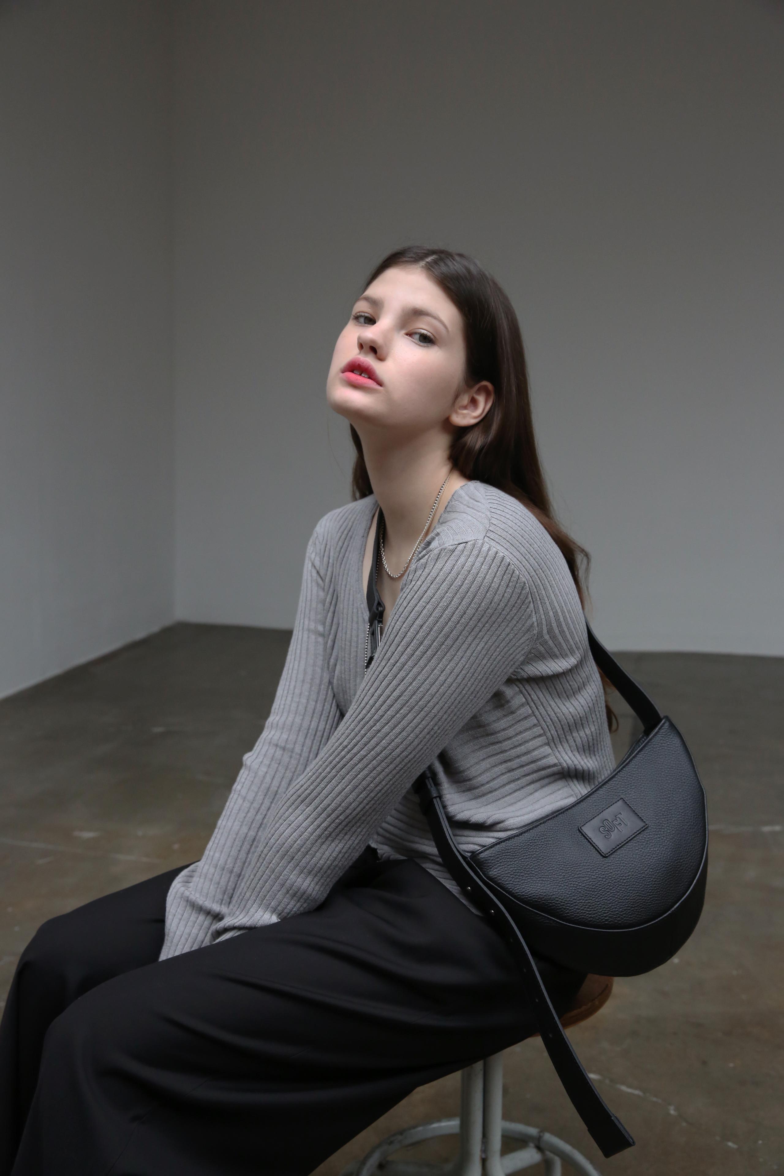 소프트서울(SOFT SEOUL) 하프문 레더백 [블랙]